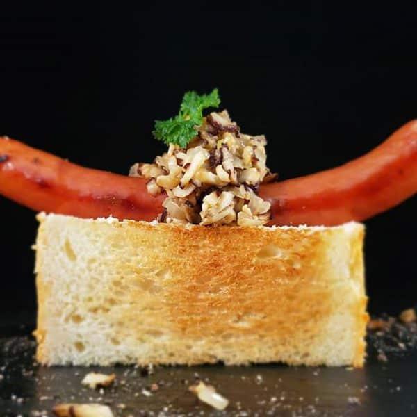 茸ソースのソーセージトースト