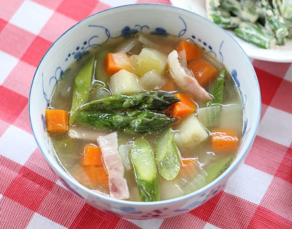 アスパラガスと具沢山スープ