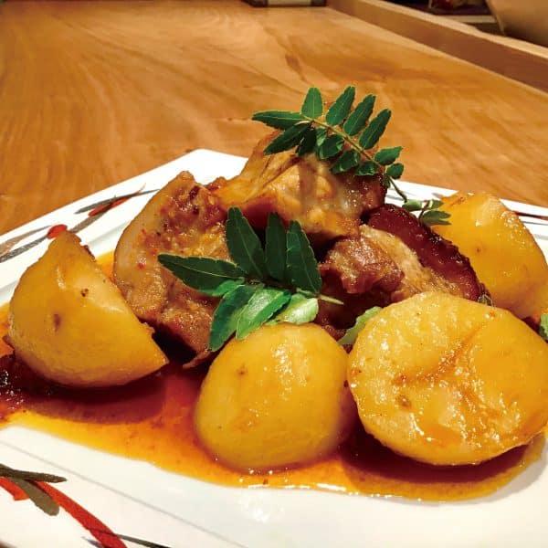豚ばら肉とジャガイモの辛煮込み