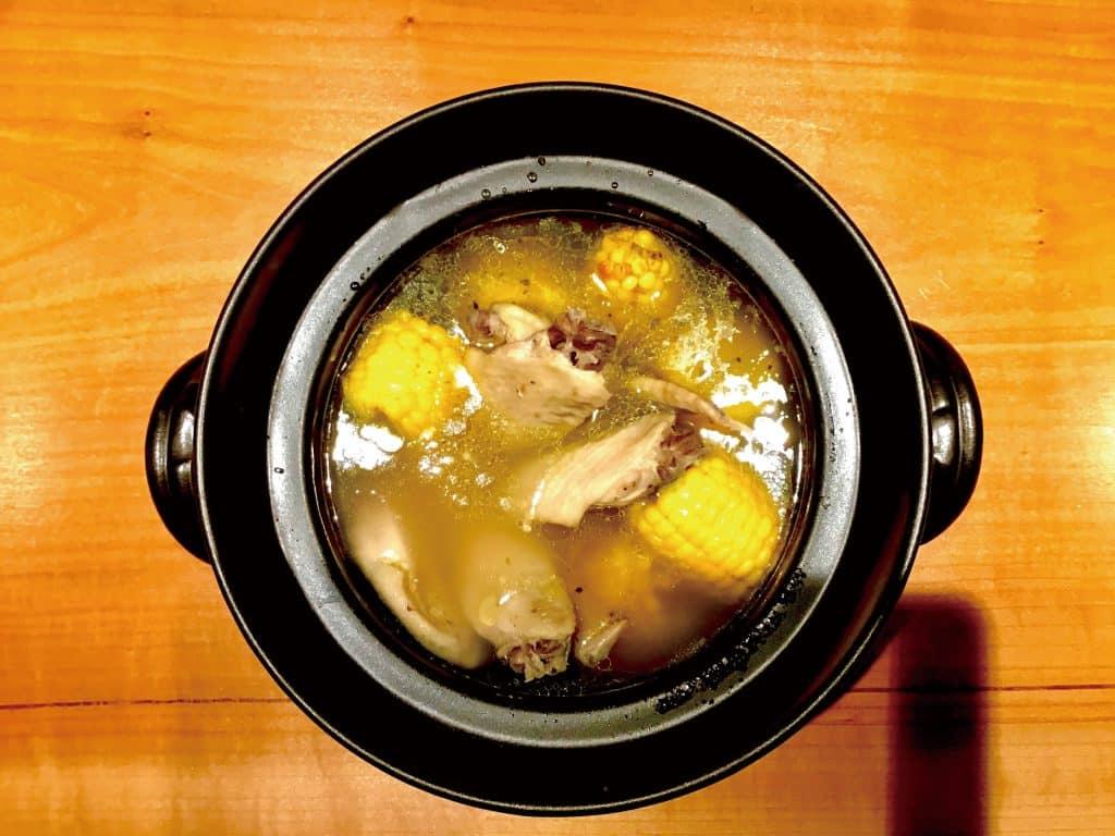 手羽先とトウモロコシのスープ