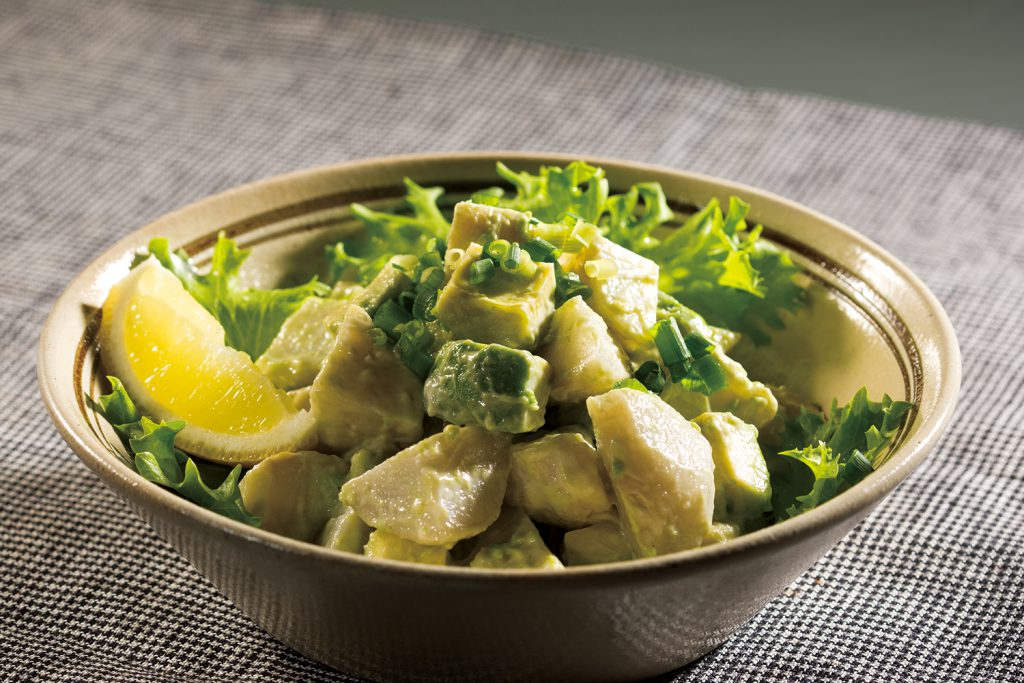 砂里芋とアボカドの和風サラダ
